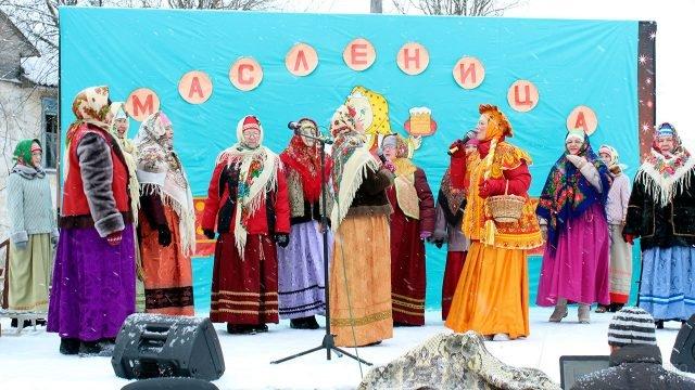 Артистки на сцене в Удмуртии в Прощёное воскресенье
