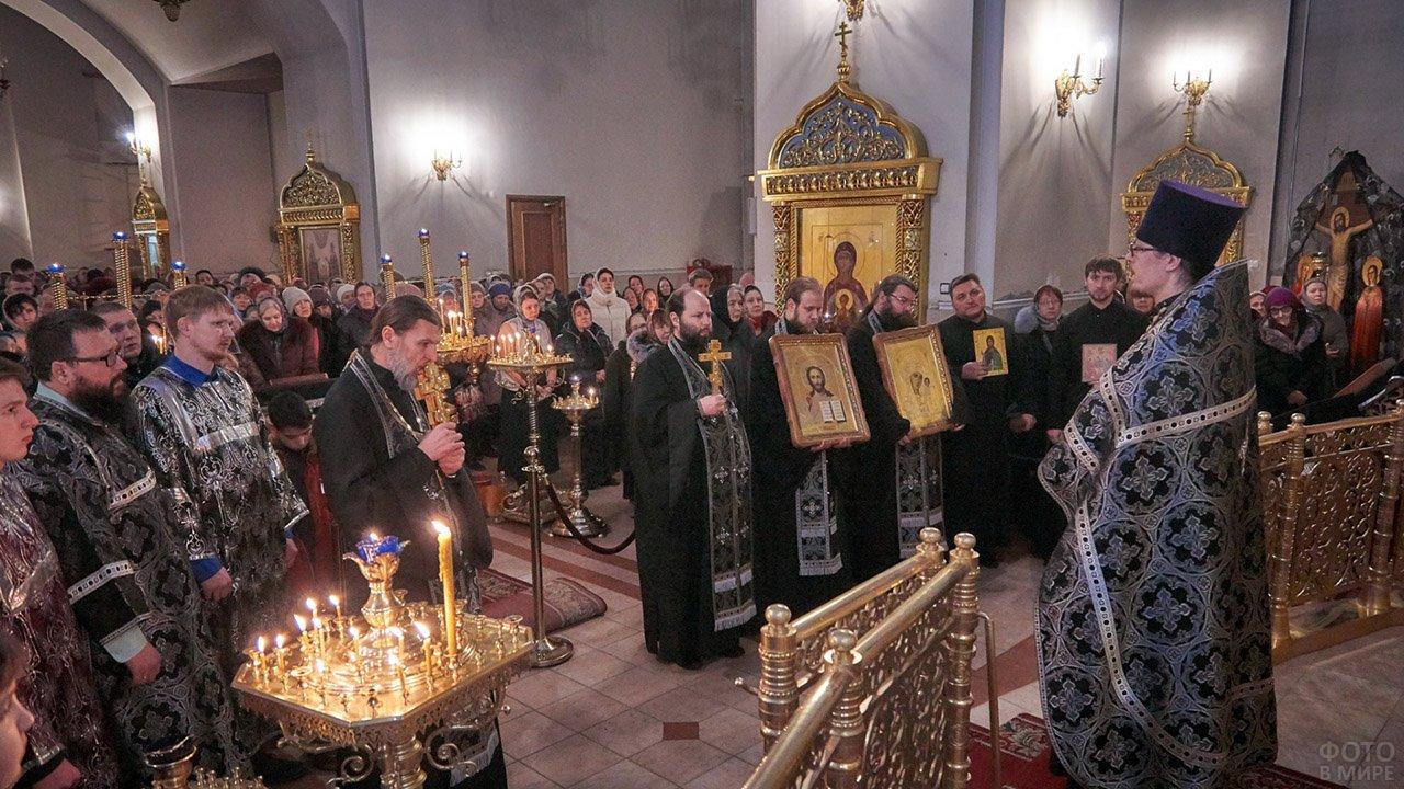 Прощёное воскресенье в храме Рождества Христова в Нижневартовске