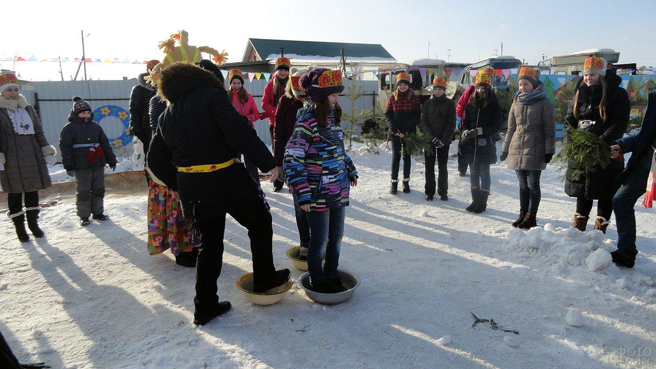 Весёлые конкурсы в Прощёное воскресенье в российском селе