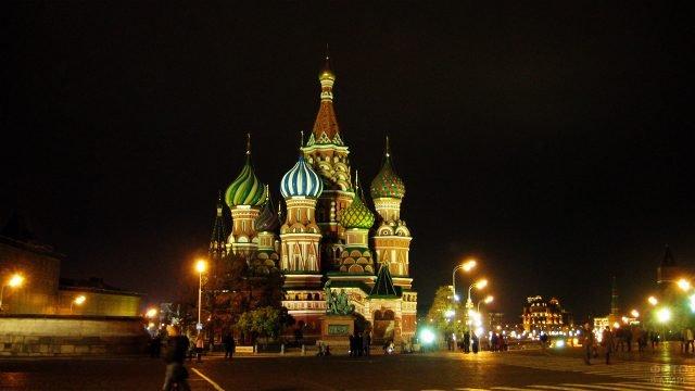 Храм Василия Блаженного на вечерней Красной площади