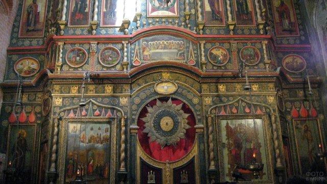 Иконостас в Храме Василия Блаженного