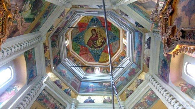 Роспись купола одной из 11 церквей - Киприана и Иустины
