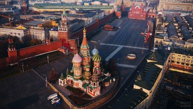 Вид сверху на храм Василия Блаженного на Красной площади