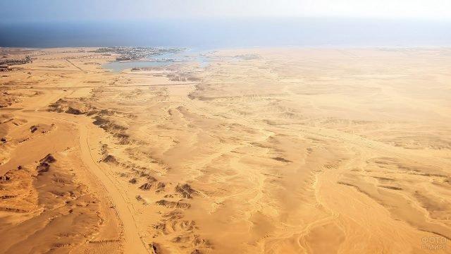 Аэросъёмка пустыни Сахара недалеко от Алжира