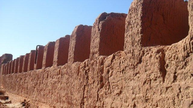 Стена оазиса Ин Салах в пустыне Сахара