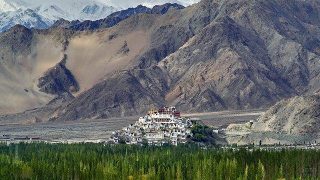Буддийский монастырь Тиксей Гонпа в Тибете