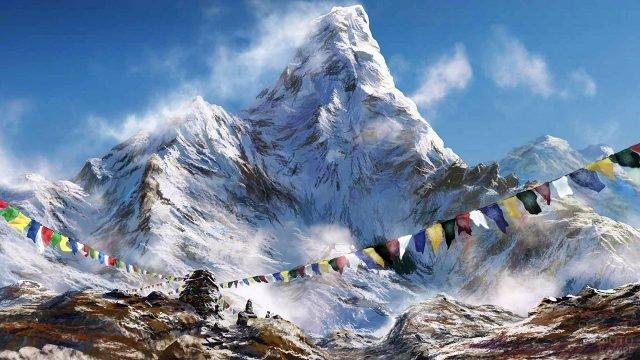 Гирлянды флажков вокруг кургана на фоне Тибетских гор