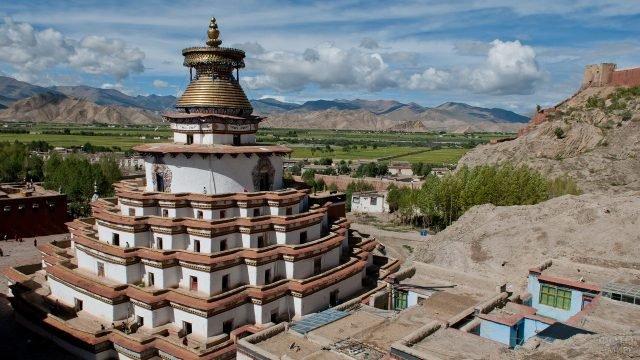 Красивый монастырь в Тибете