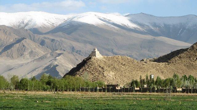 Панорама Тибета в предгорье