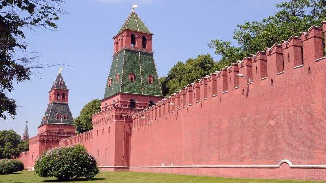 Цветущий сад у стен Московского Кремля