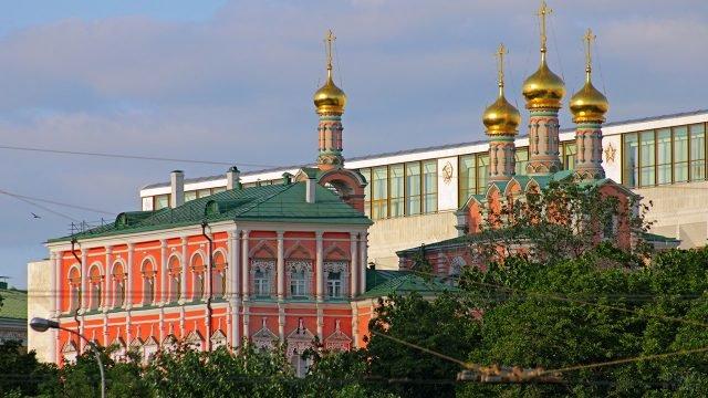 Потешный дворец в зелени сада Московского Кремля