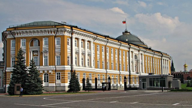 Сенатский дворец в Кремле - резиденция Президента России
