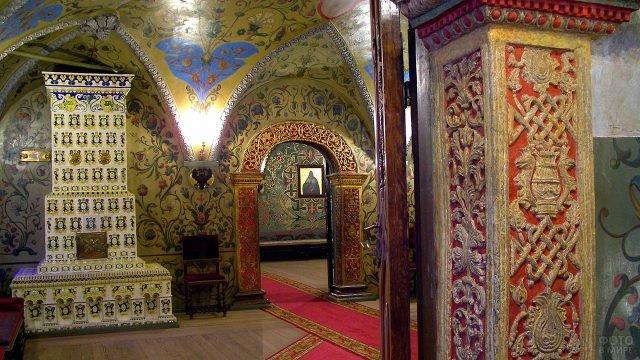 Старинный интерьер Теремного дворца в Кремле