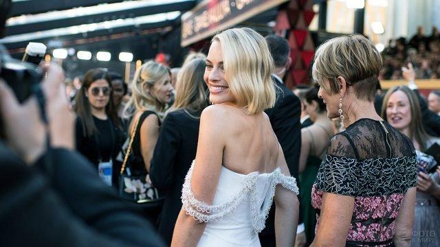 Гости церемонии вручения Оскара перед театром Долби в Голливуде