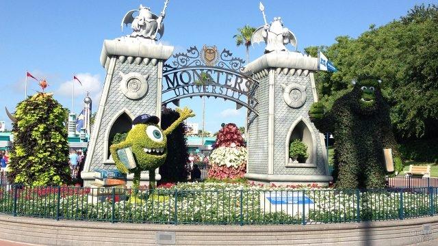Клумба по мотивам популярного мультфильма в парке студии Дисней в Голливуде
