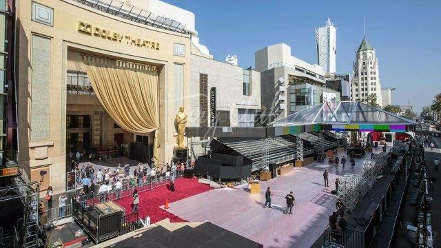 Площадка перед театром в Голливуде накануне церемонии вручении Оскара