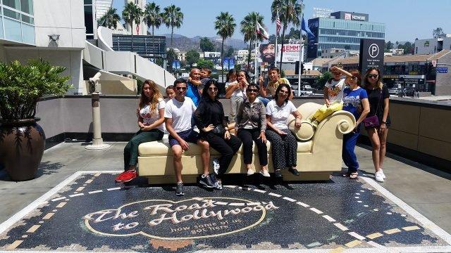 Туристы в фотозоне на Бульваре Голливуд