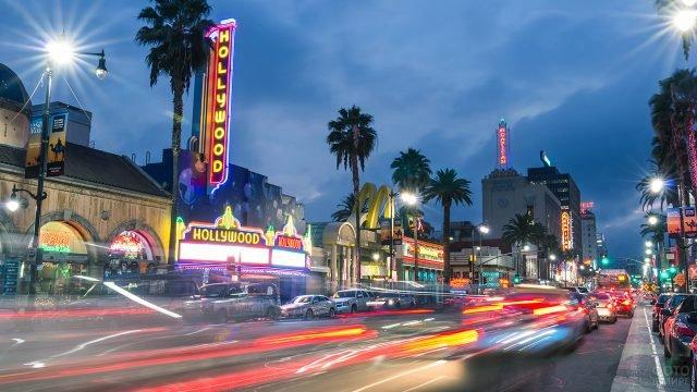 Вечерний траффик на Бульваре Голливуд