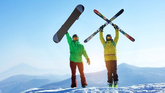 Два парня сноубордисть и лыжник