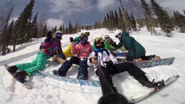 Сноубордисты делают селфи