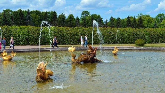 Межеумный фонтан в Верхнем саду Петергофа