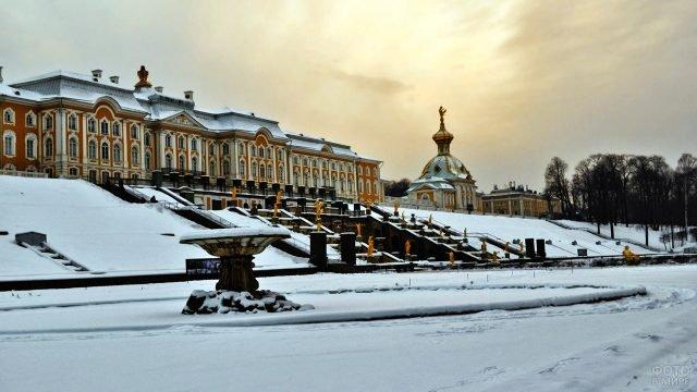 Петергоф зимним вечером