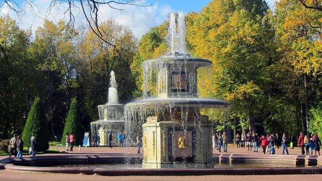 Римские фонтаны в Нижнем парке Петергофа