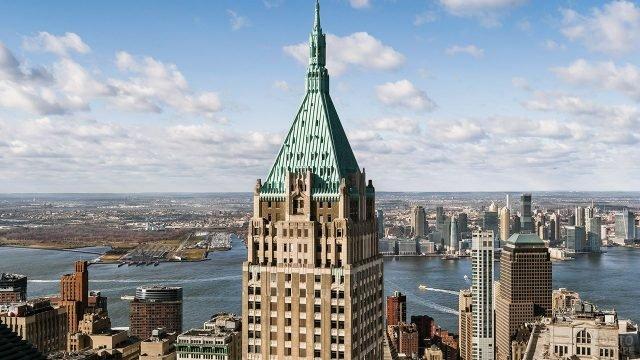 Бирюзовая крыша небоскрёба на Уолл-стрит дом 40