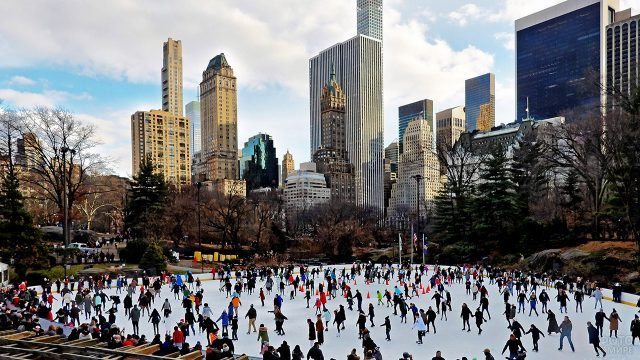Каток в Центральном парке на Манхэттене