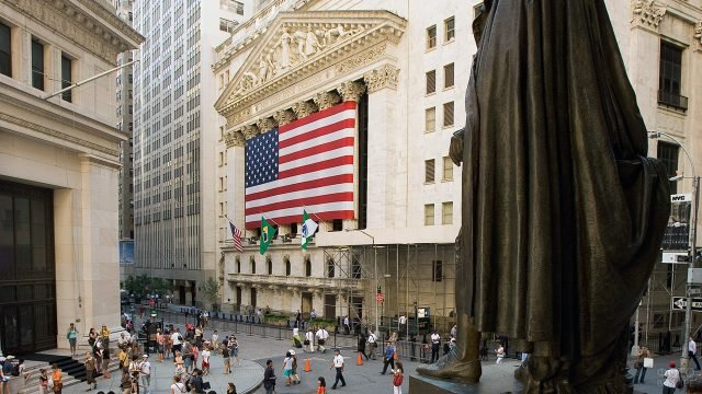Нью-Йоркская фондовая биржа в Даунтауне Манхэттена