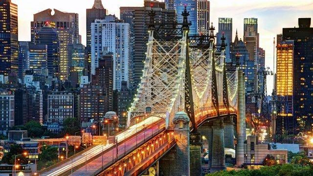 Огни моста Куинсборо на 59-й улице Манхэттена