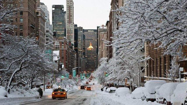 Заснеженная улица на Манхэттене