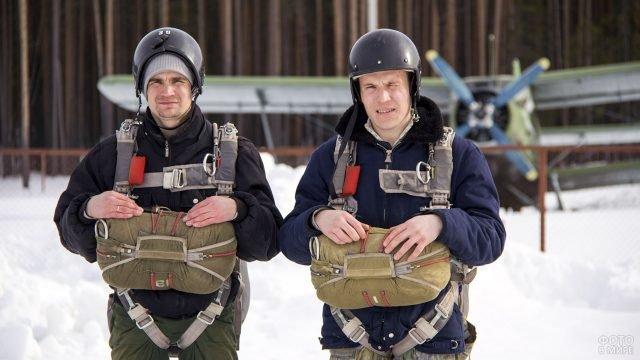 Десантники пожарной службы Республики Коми на зимнем лётном поле
