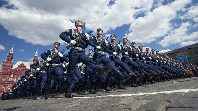 Колонна десантников на Параде Победы в Москве