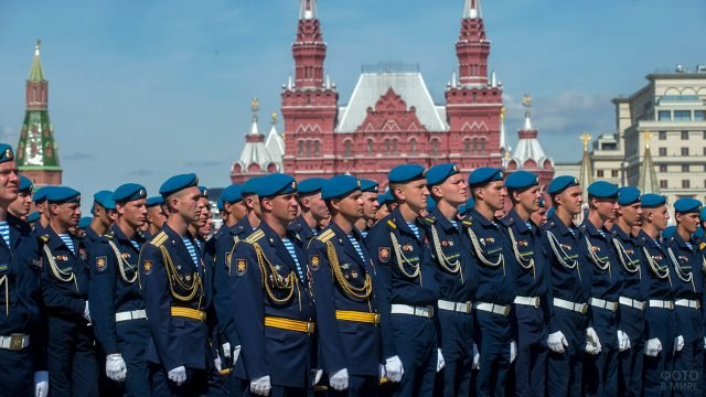 Парадная колонна десантников на Красной площади