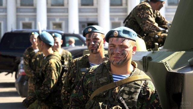 Тульские десантники в камуфляже в День ВДВ