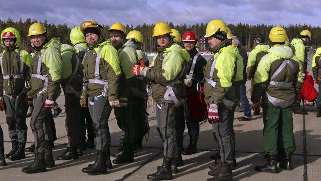 Учения десантников пожарной службы в Хакасии