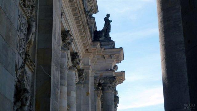Колонны и лепнина на здании Рейхстага