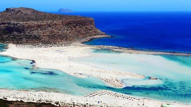 Вид с высоты птичьего полёта на пляж Балос на острове Крит