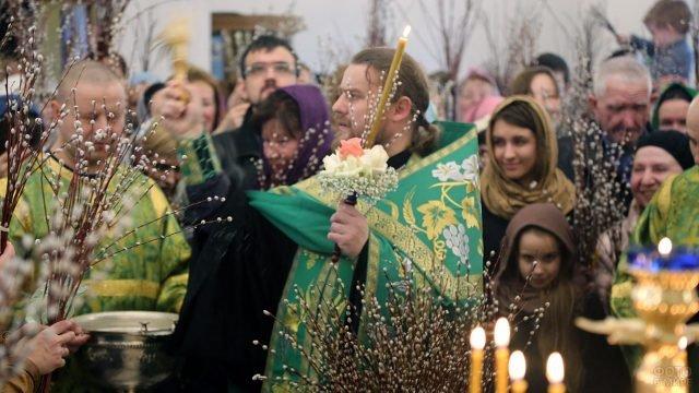 Богослужение в Вербное воскресенье в храме Преображения Господня
