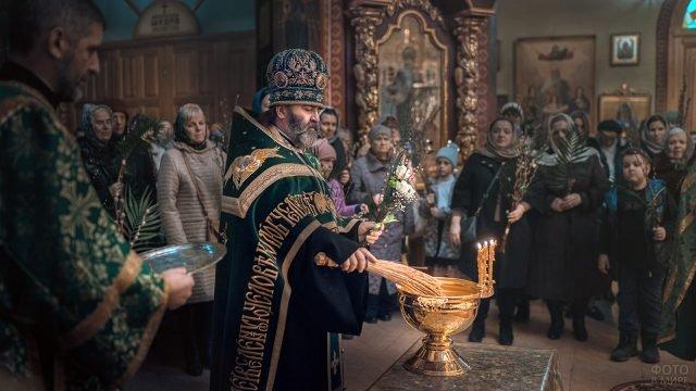 Освящение вербы в Свято-Троицком соборе Краснодара
