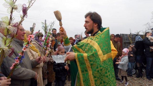 Освящение вербы во дворе храма в Белоруссии
