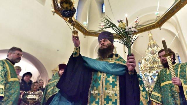 Служба в храме Александра Невского при МГИМО в Вербное воскресенье