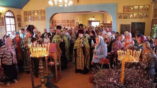 Служба в Вербное воскресенье в Сыктывкарском храме