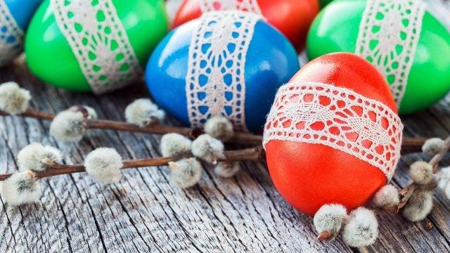 В Вербное воскресенье веточки и яйца подготовленные к Пасхе
