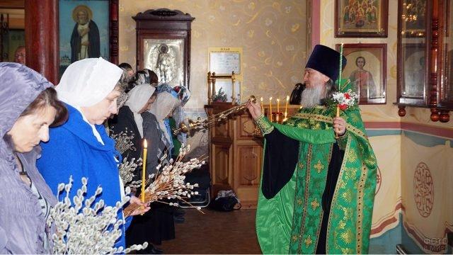Вербное воскресенье в Христорождественском соборе Хабаровска