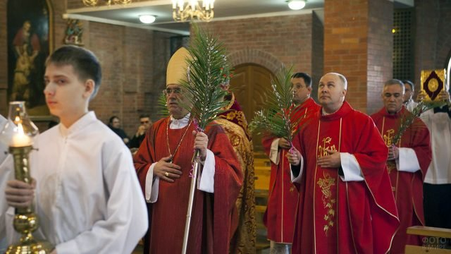 Вербное Воскресенье в Кафедральном соборе Новосибирска