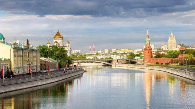 Вид на реку и красоты города Москвы