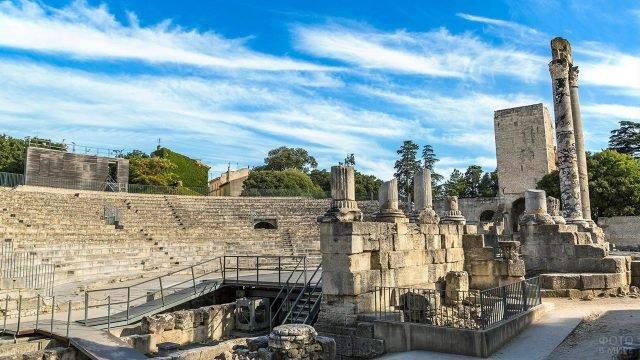 Античный театр в провансальском Арле