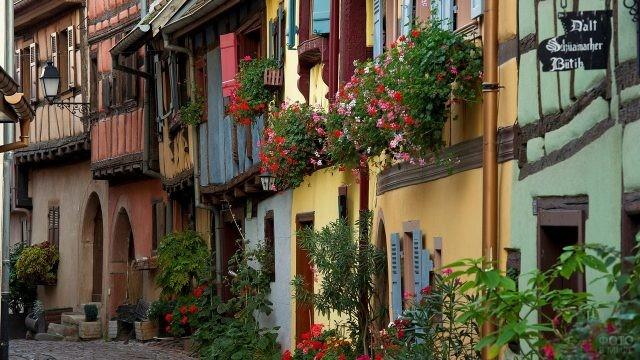 Цветы на фасадах домов Прованса